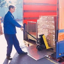 Mobile Überfahrbrücke aus Alublech, LxB 1500 x 1250 mm, Tragkraft 600 kg
